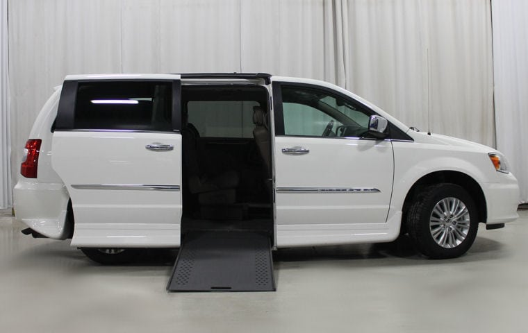 the 2014 line of chrysler town country converted vans. Black Bedroom Furniture Sets. Home Design Ideas