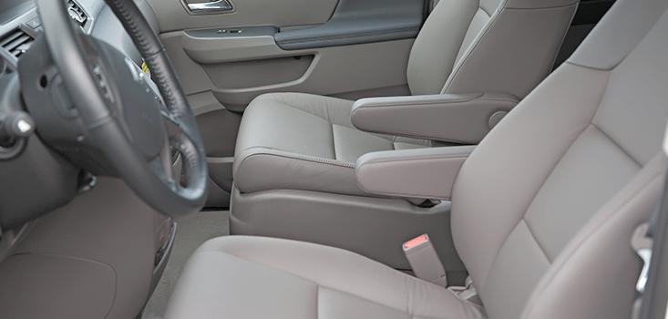 Rollx Vans Honda Odyssey wheelchair van front seats